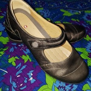 Clarks Mary Jane Pewter Flats size 10